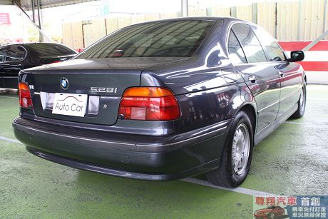 BMW 寶馬 5系列 528 照片7