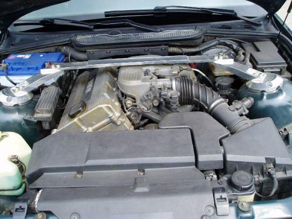 BMW 318is  照片10