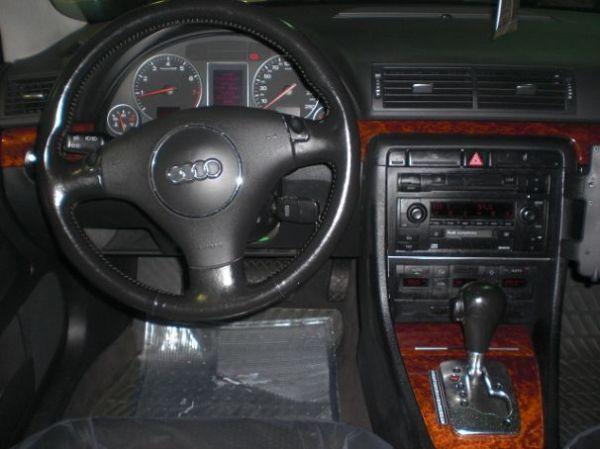 Audi 奧迪 A4 照片3