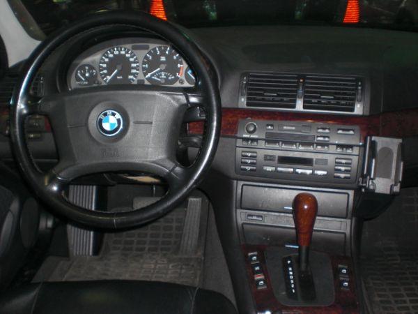 BMW 寶馬 318 照片3
