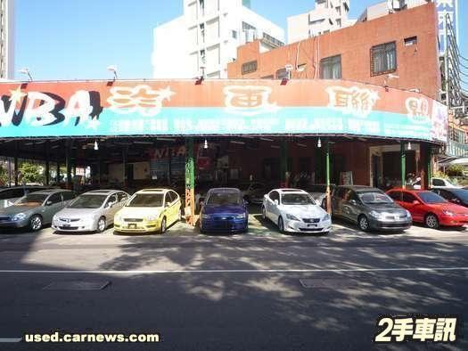 02年新款小白獅 都市4門掀背車! 照片8