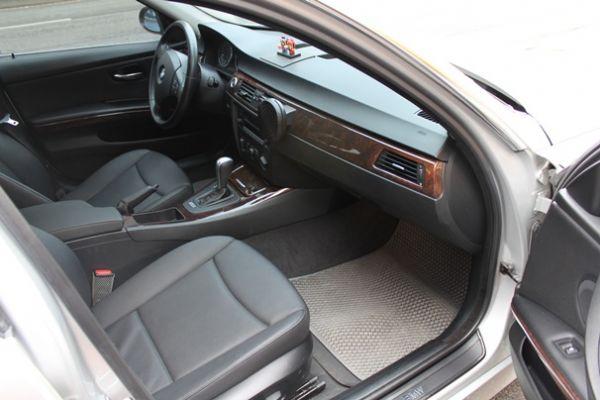 BMW 323  2.5 銀色 照片6