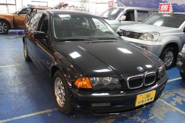 BMW 318 1.9 黑色 照片1