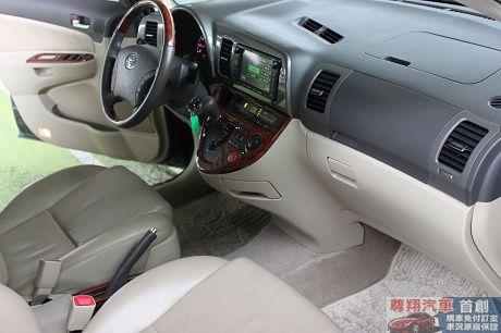 Toyota豐田 Wish 照片6