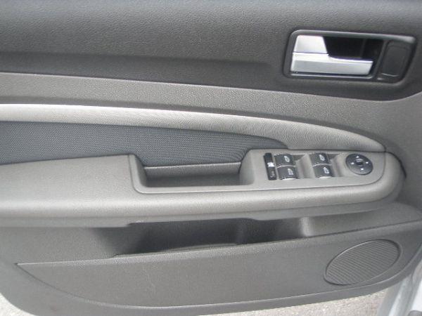 *友達汽車* 05年 佛卡斯 2.0S  照片7