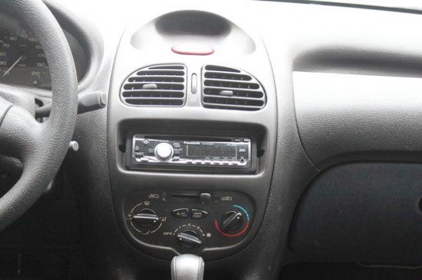 01 Peugeot 寶獅 206  照片6