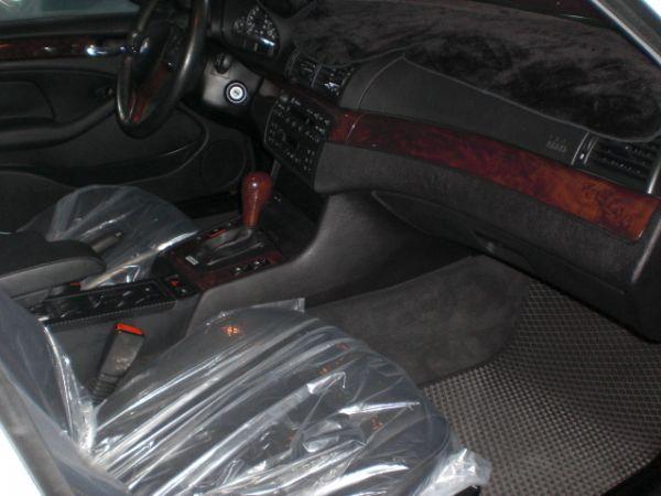 2003 BMW 318 2.0白  照片4