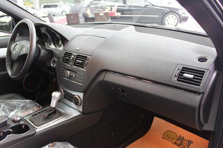 Benz 賓士 C-Class C300 照片3