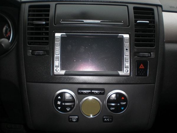 Nissan 日產 Tiida  照片3