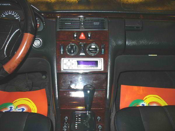 97年 Benz/朋馳 E230 2.3 照片2