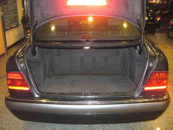 97年 Benz/朋馳 E230 2.3 照片8