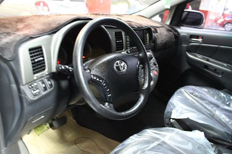 Toyota豐田 Wish  照片2