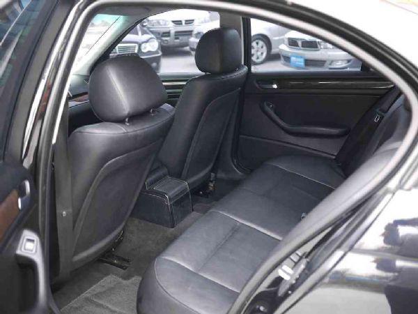 BMW 318I 02年 2.0黑 照片5
