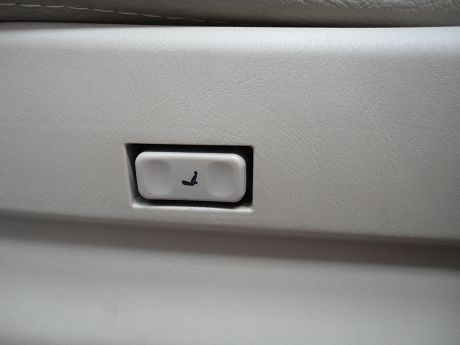 Nissan 日產 Serena QRV 照片6