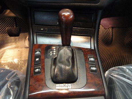BMW 寶馬 3系列 318 照片4