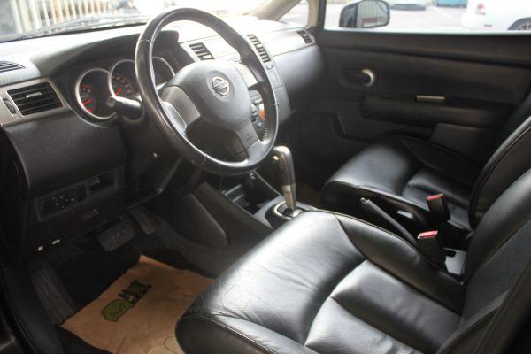 Nissan Tiida 1.8 黑 照片4