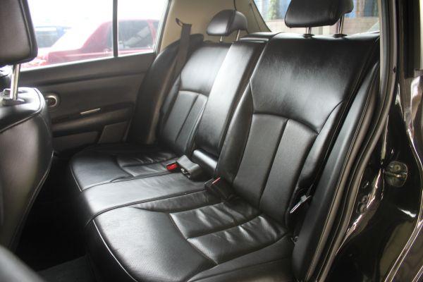 Nissan Tiida 1.8 黑 照片5