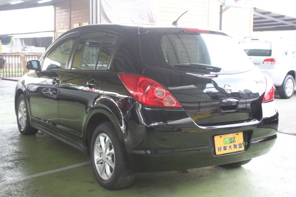 Nissan Tiida 1.8 黑 照片9