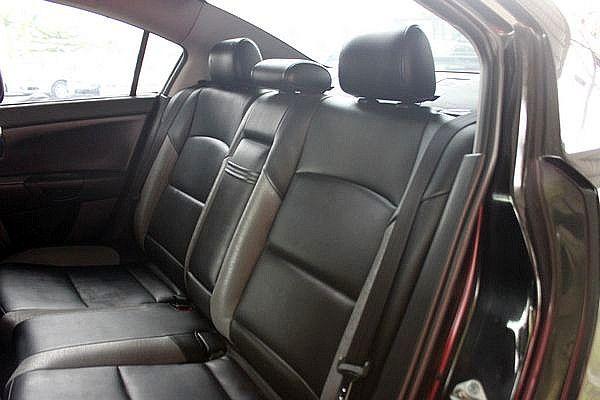 Mazda 馬自達 M3 2.0s 4D 照片5