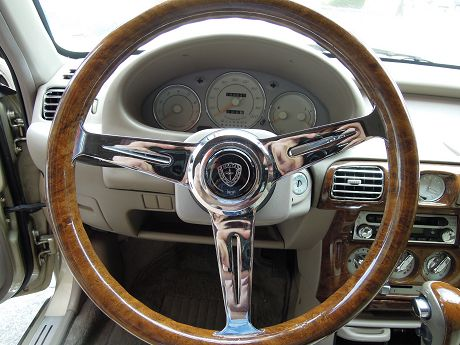 Nissan 日產 Verita 照片3