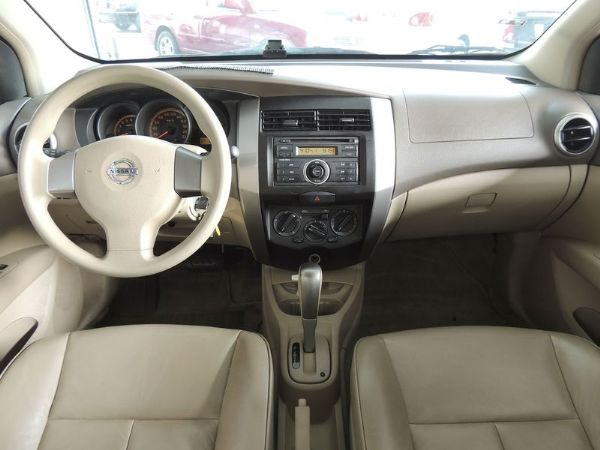 Nissan 日產 Livina 白  照片3