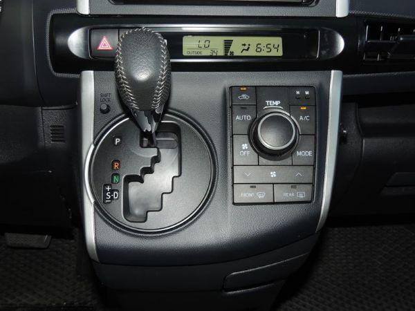 Toyota 豐田 WISH 黑 2.0 照片3
