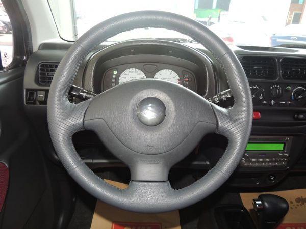 SOLIO 白 1.3 轎車版  照片4