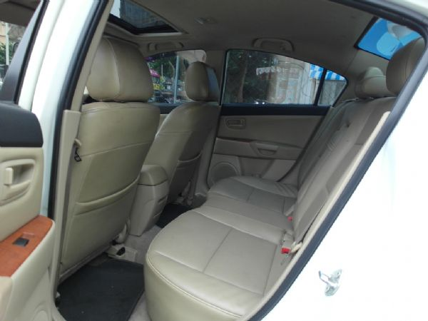 2006年 Mazda3 1.6 白 照片4
