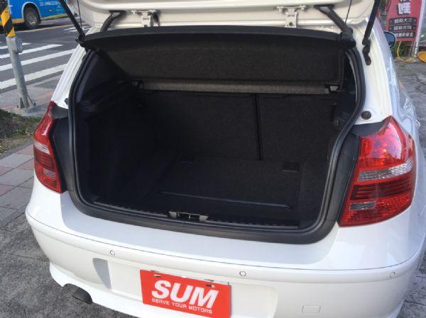 11年式 BMW 118i 2.0 白  照片3