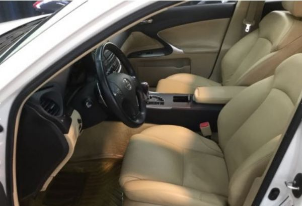 IS250 2.5 新車價185萬 照片4